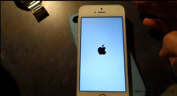 小心白苹果 iOS 7.0.4再曝新Bug